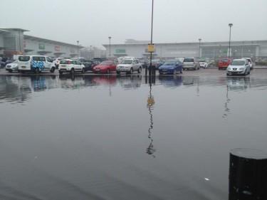 Beach Retail Park flooding Pic by Seona Shand