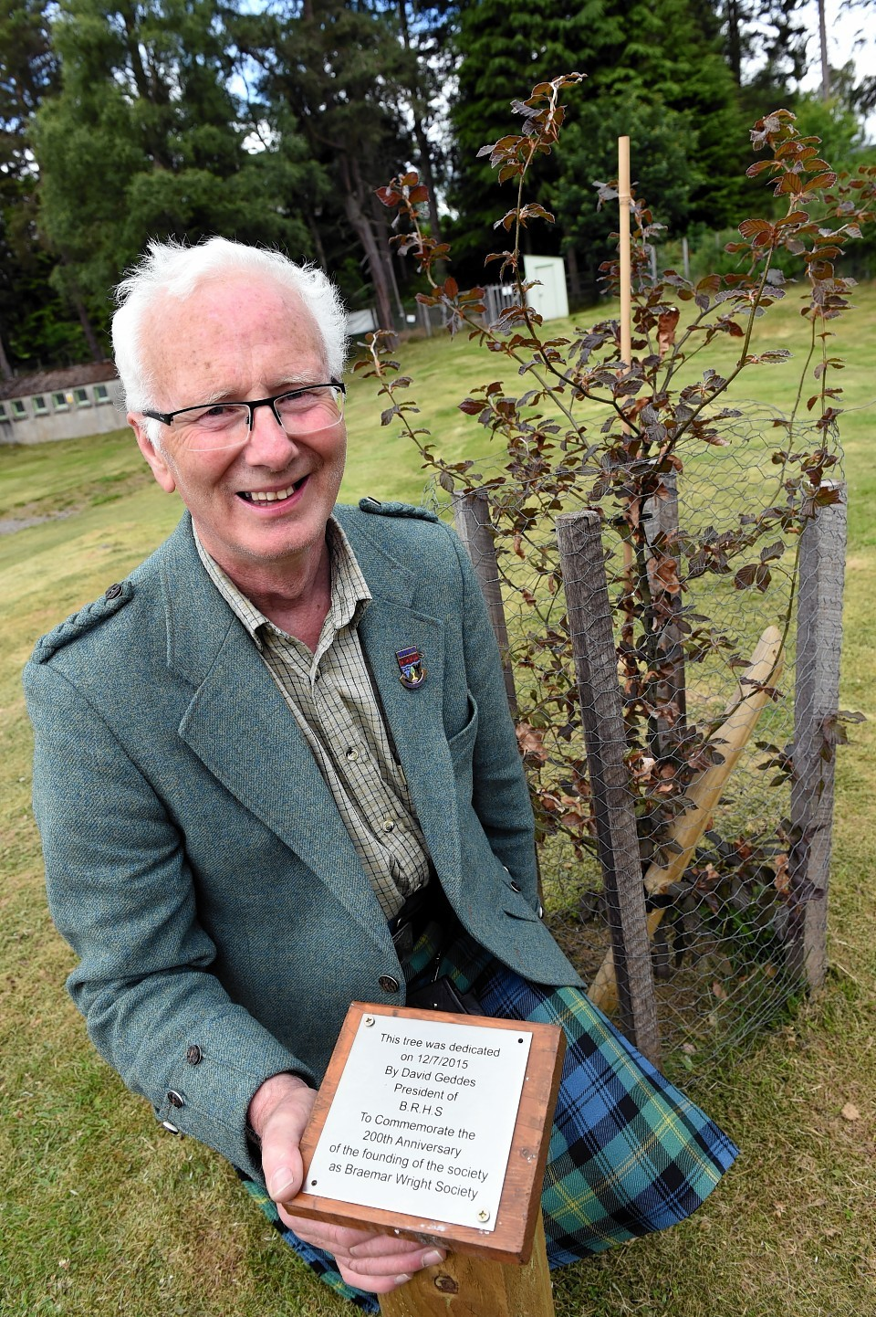 David Geddes has unveiled a plaque celebrating the 200th anniversary of the Braemar Gathering