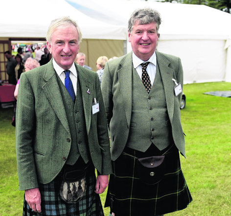 Chieftain Mark Laing with  Ian Widdowson at Piping At Forres