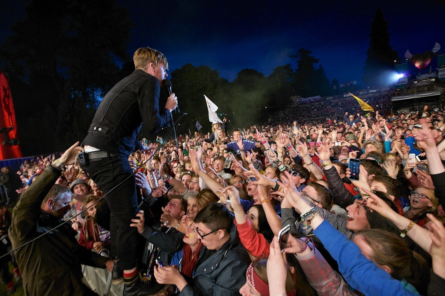 Kaiser Chiefs frontman, Ricky Wilson, gets close with the fans at Belladrum
