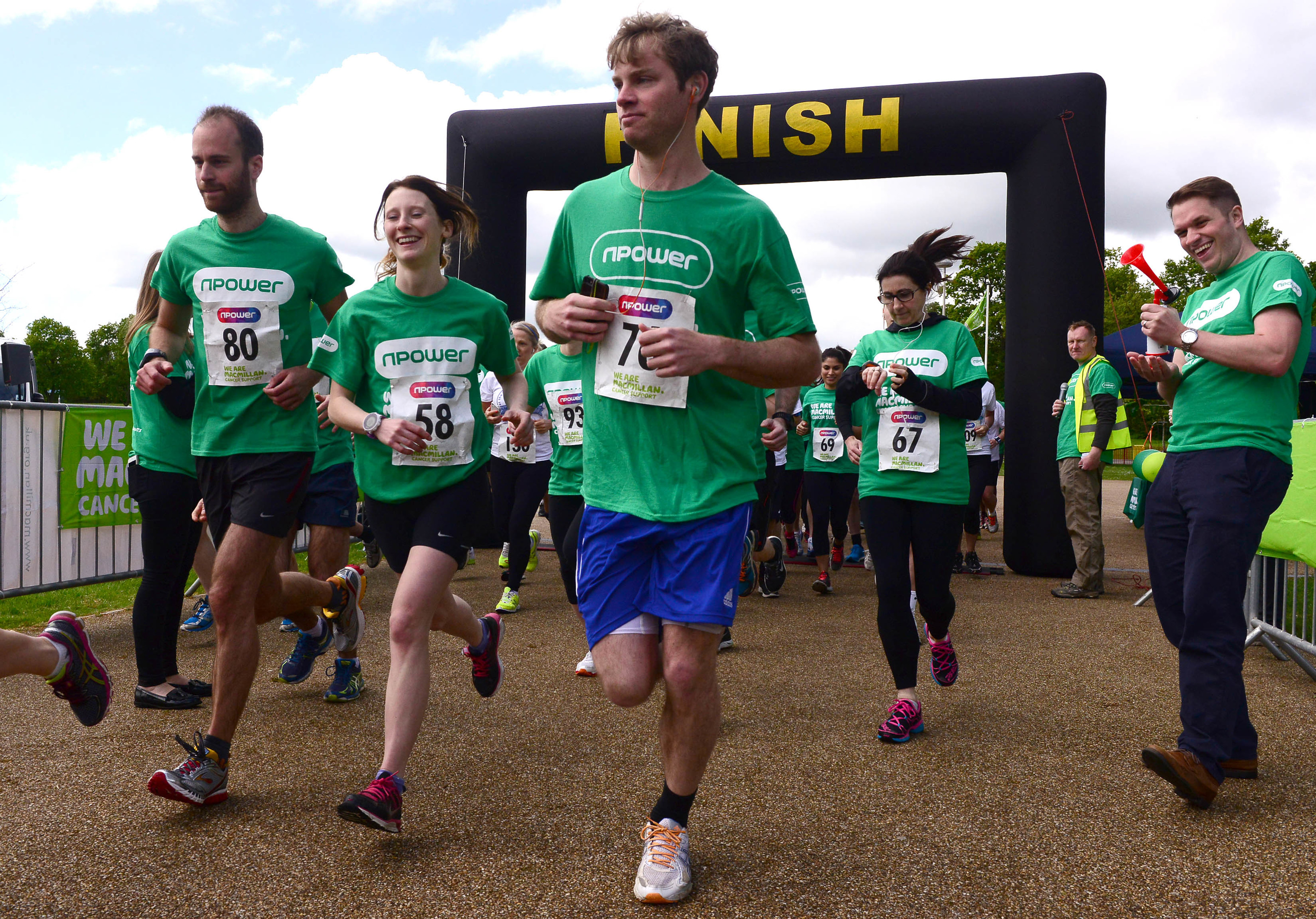 Npower's 10K team volunteering and running for Macmillan Cancer Support