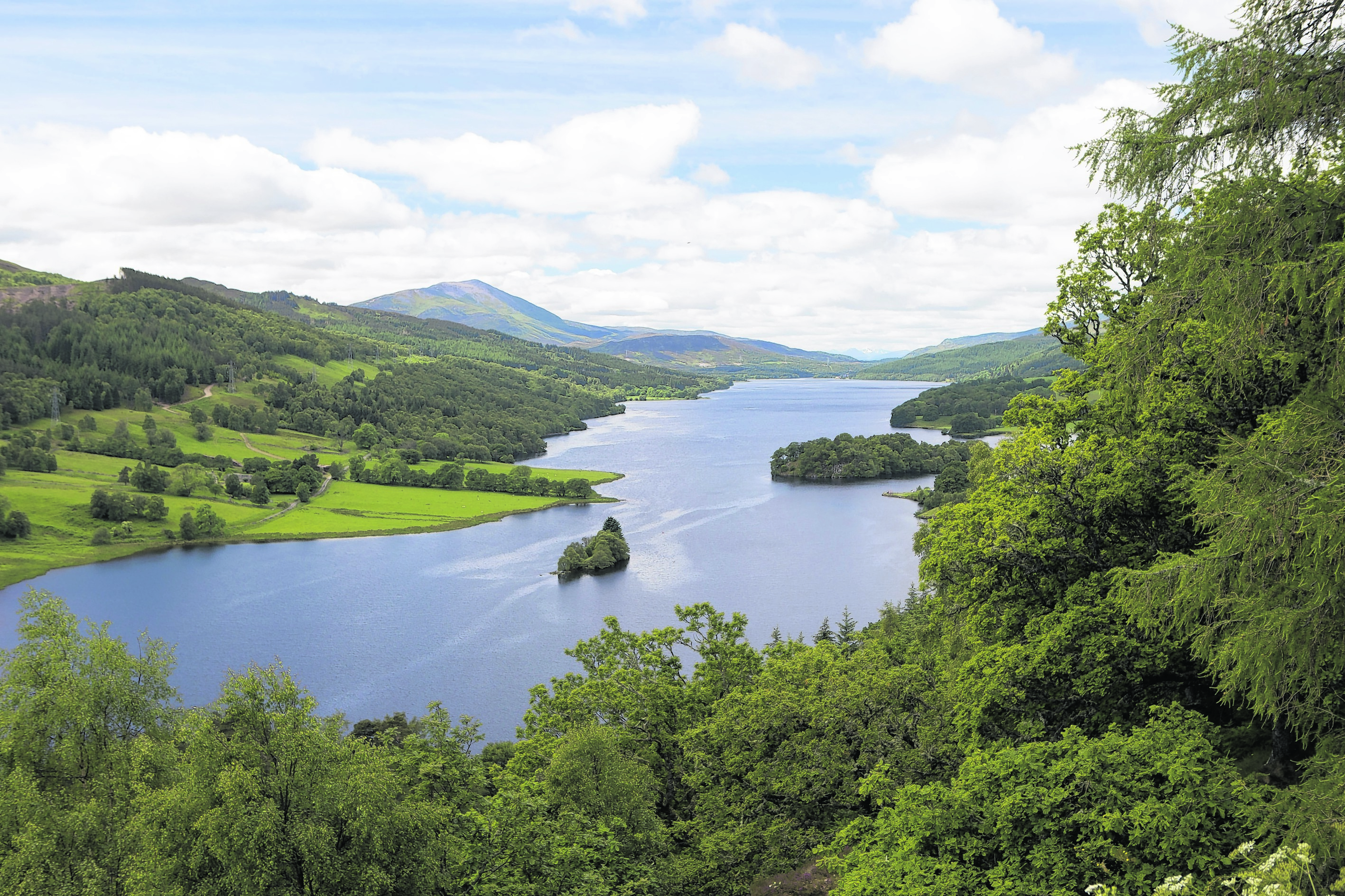 The site is located on the northern side of Farragon Ridge above Loch Tummel