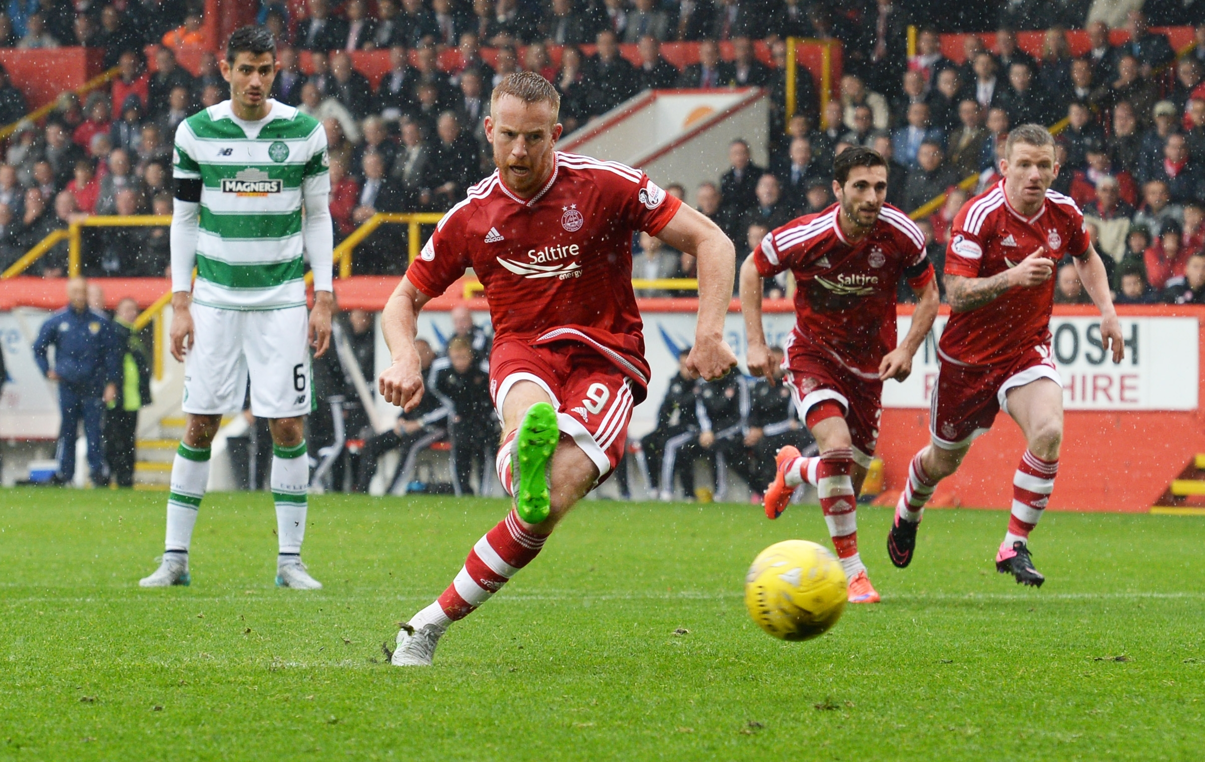 Adam Rooney slots the ball home from the penalty spot to equalise against Celtic