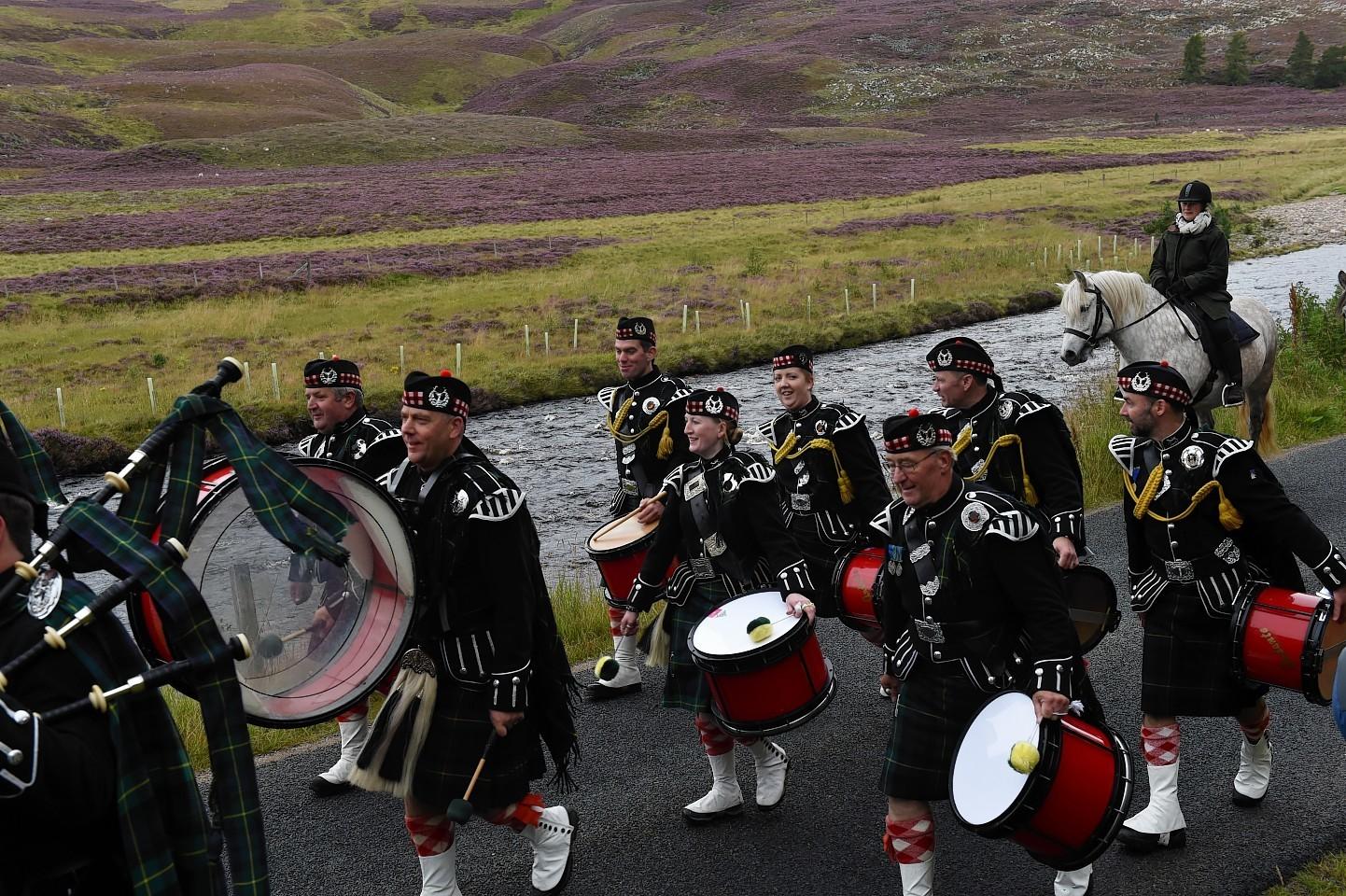 Lonach-Highlanders