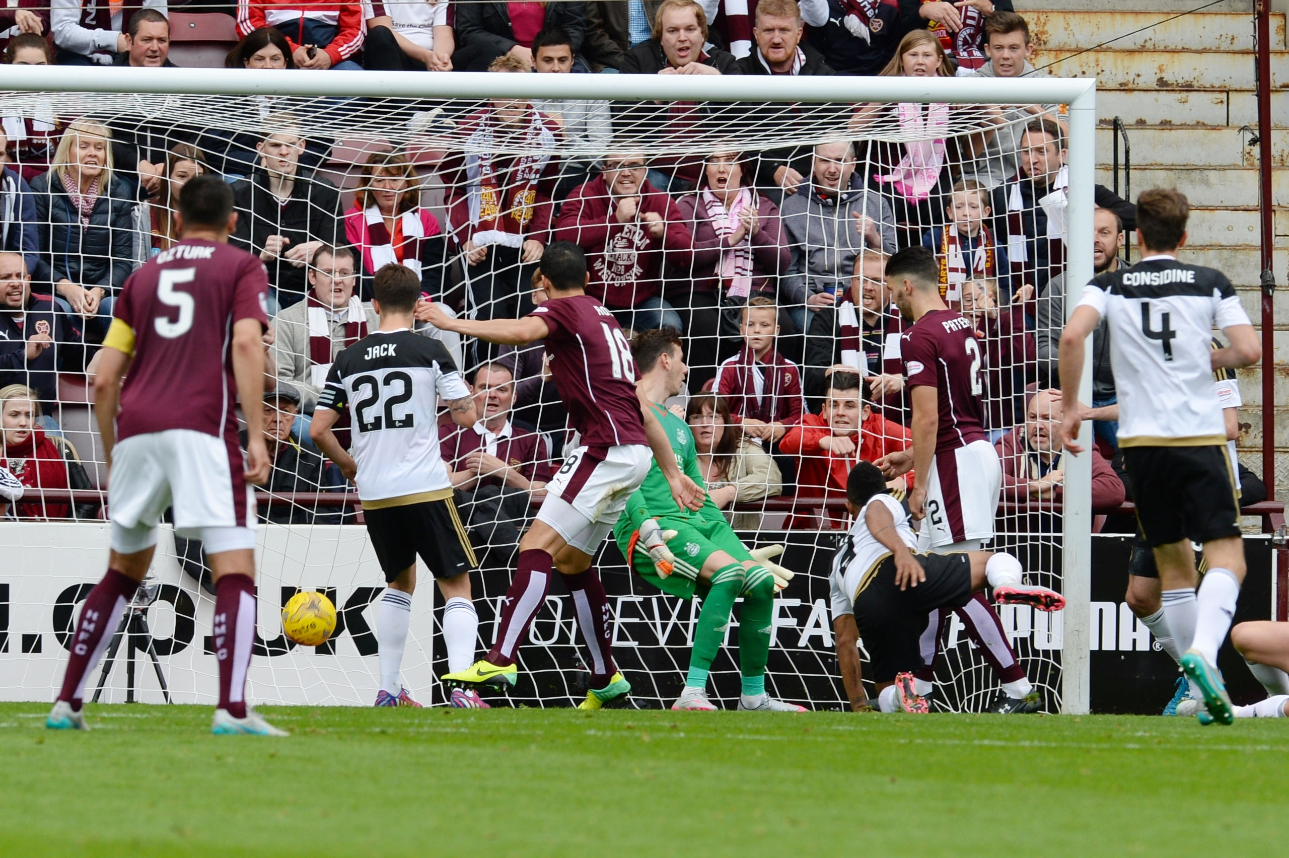 Rossi pulls a goal back for his the Jambos