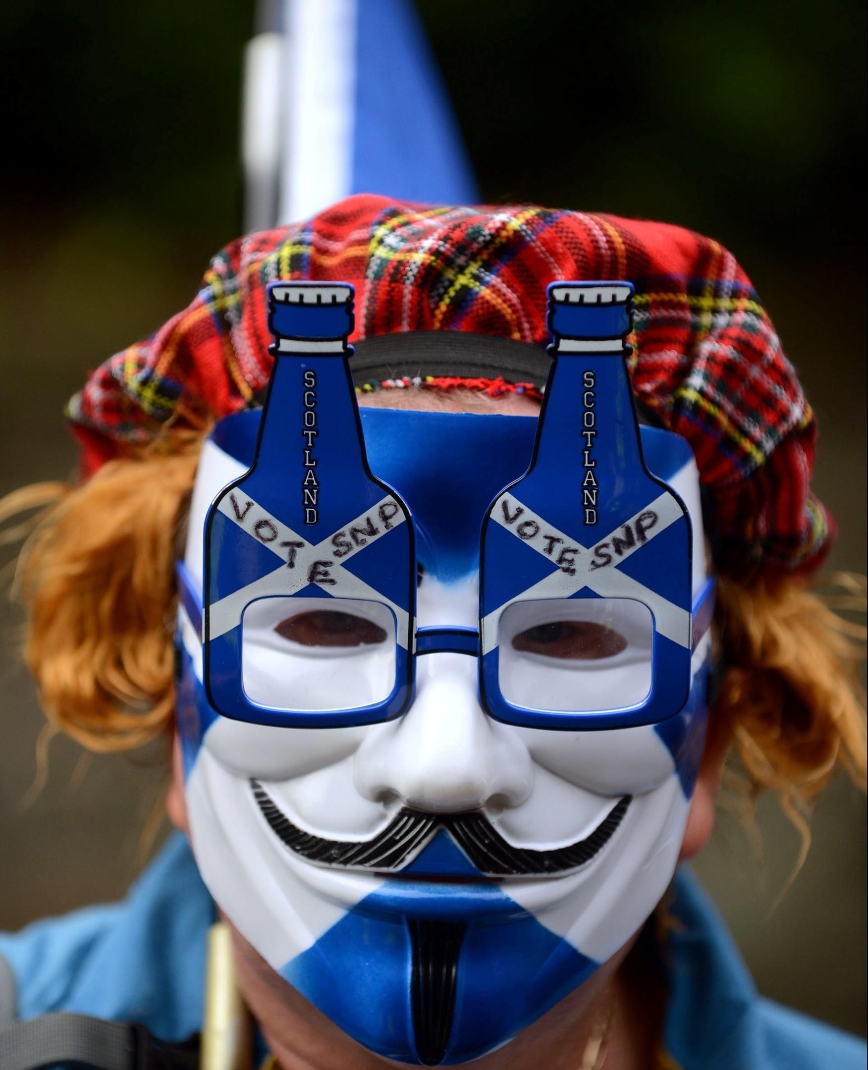 Yes voters march through Edinburgh