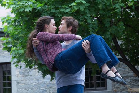 Charlotte Le Bon and Joseph Gordon-Levitt in The Walk