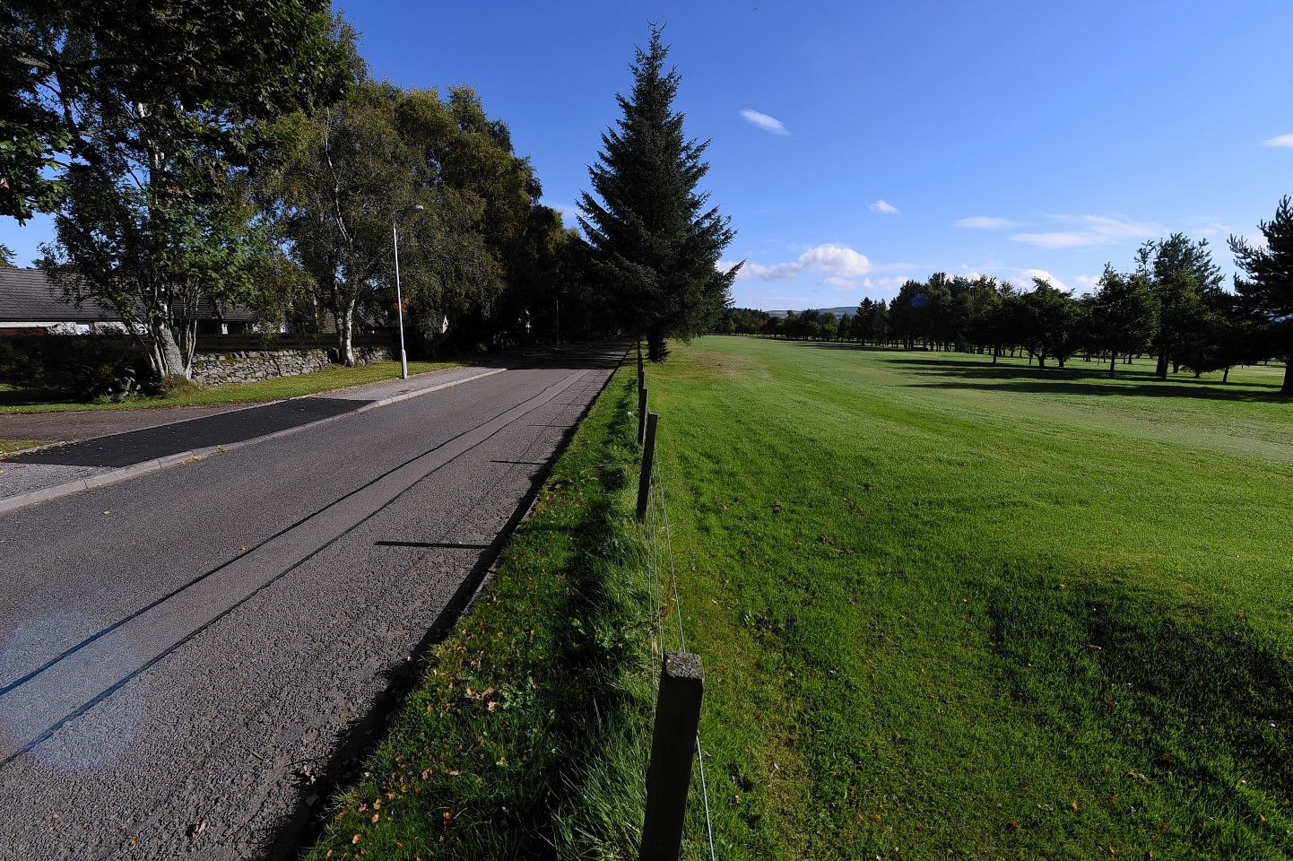 A passer by was seriously injured by a golf ball that was hit from the Alford Golf course on 'The Lang Stracht