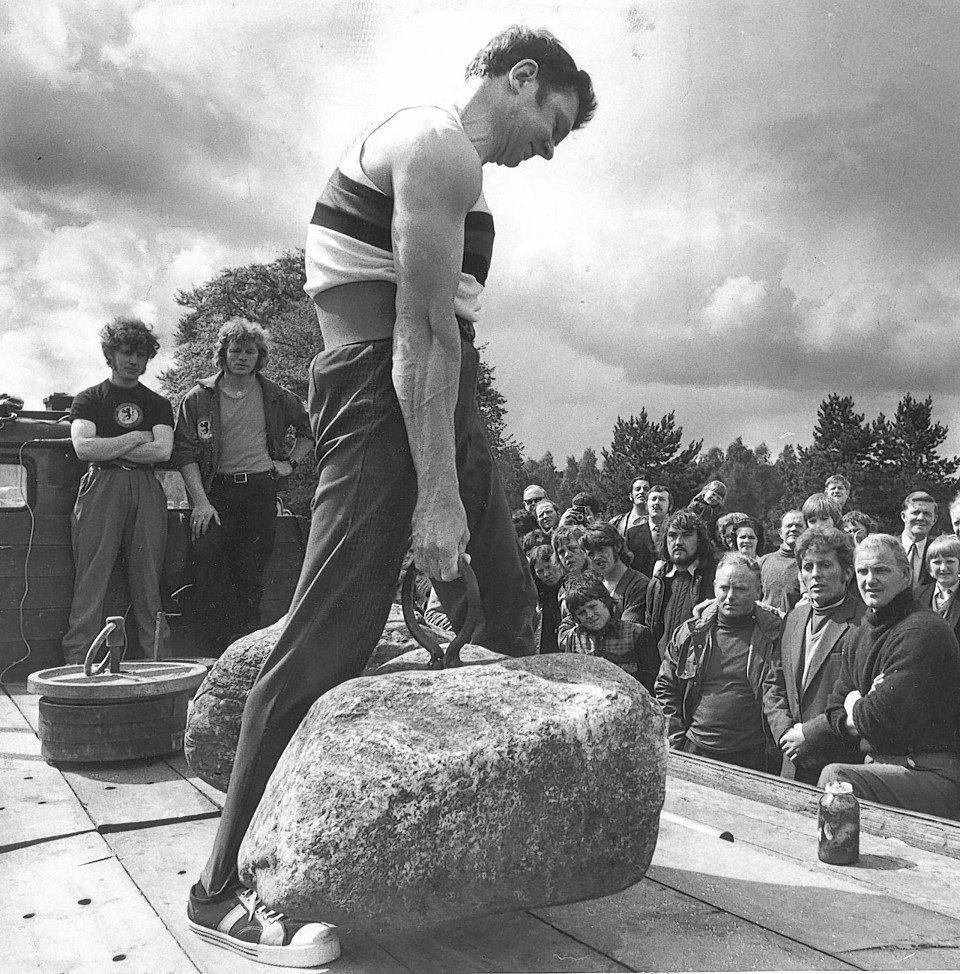 Jack Shanks lifting and carrying the Dinnie Steens a7ft unsupported in 1973 - the first to do so since Donald Dinnie himself in 1860.