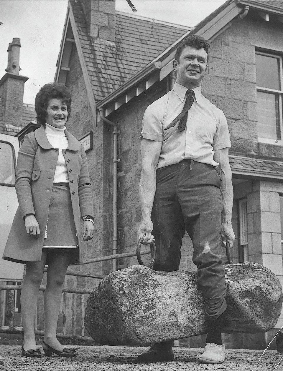 Jack Shanks with wife, Joyce, lifting the Dinnie Steens unsupported in 1972 - the first to do so since Donald Dinnie himself in 1860.