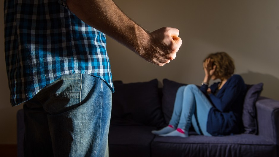 There were 59,882 incidents of domestic abuse against both sexes in 2014/15