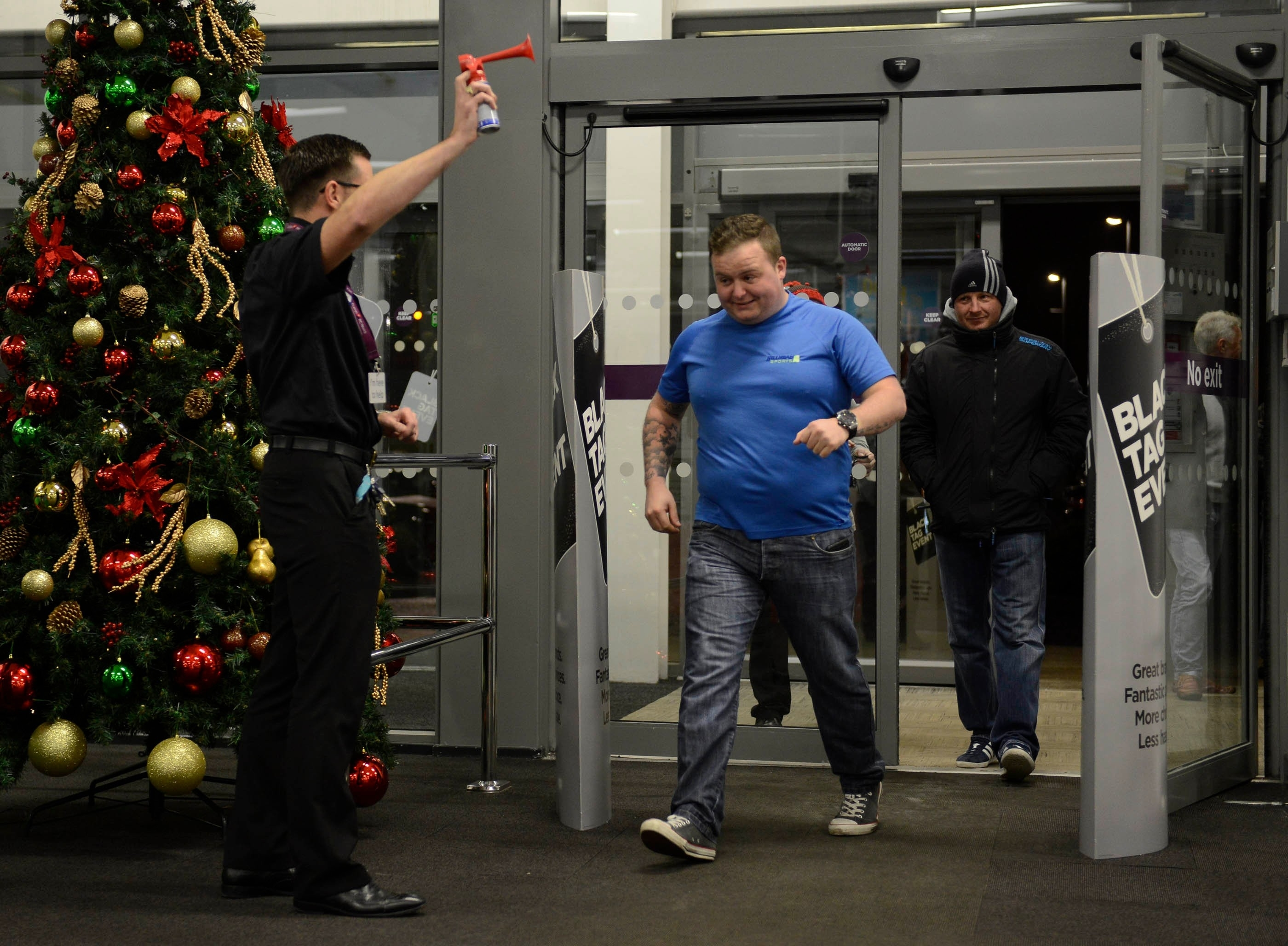 Small queues get ready to enter Currys PC World, intu Braehead, Glasgow,