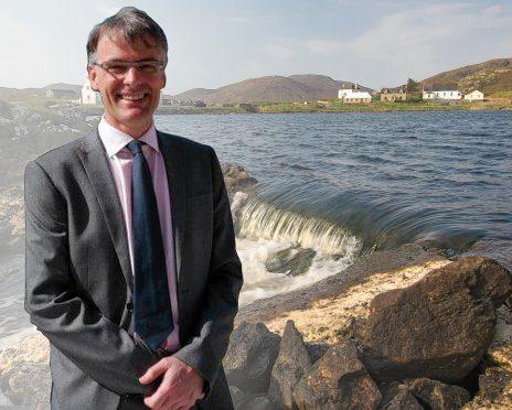 Dr Angus McKellar