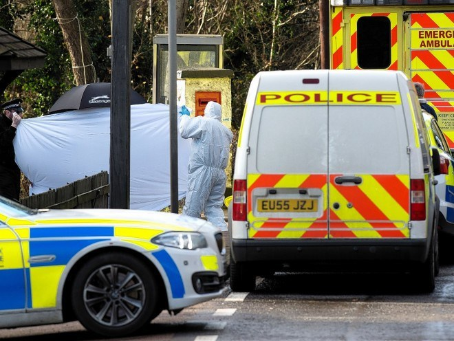Gun man on run Essex Police Hunt