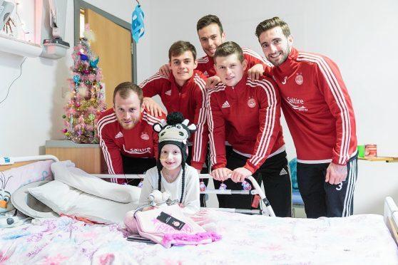 Dons players visit children at Aberdeen hospital