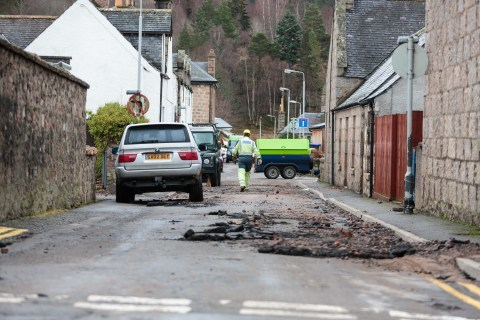 The aftermath of Storm Frank is revealed as residents of Ballater begin the clear-up on New Years Eve. Photo: Ross Johnston/Newsline Media)