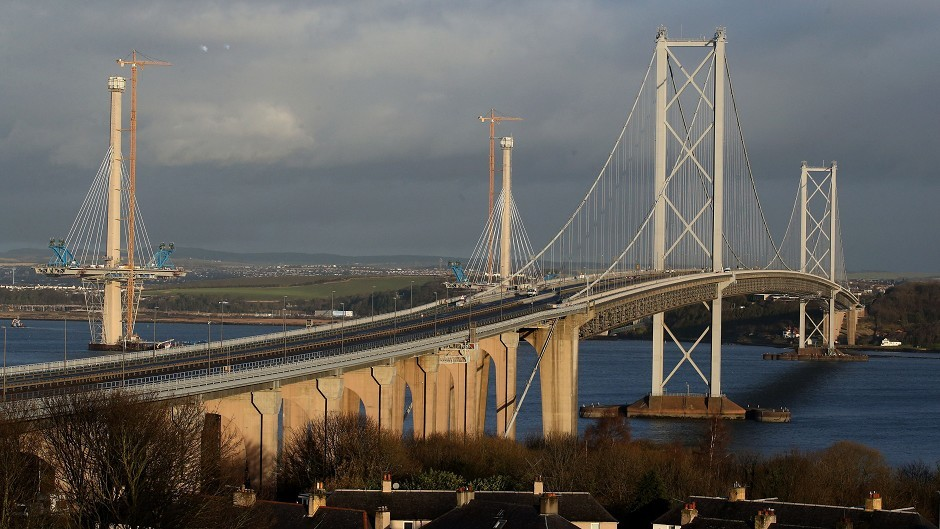 Engineers aim to repair the fault on the Forth Road Bridge and have it open to traffic by January 4