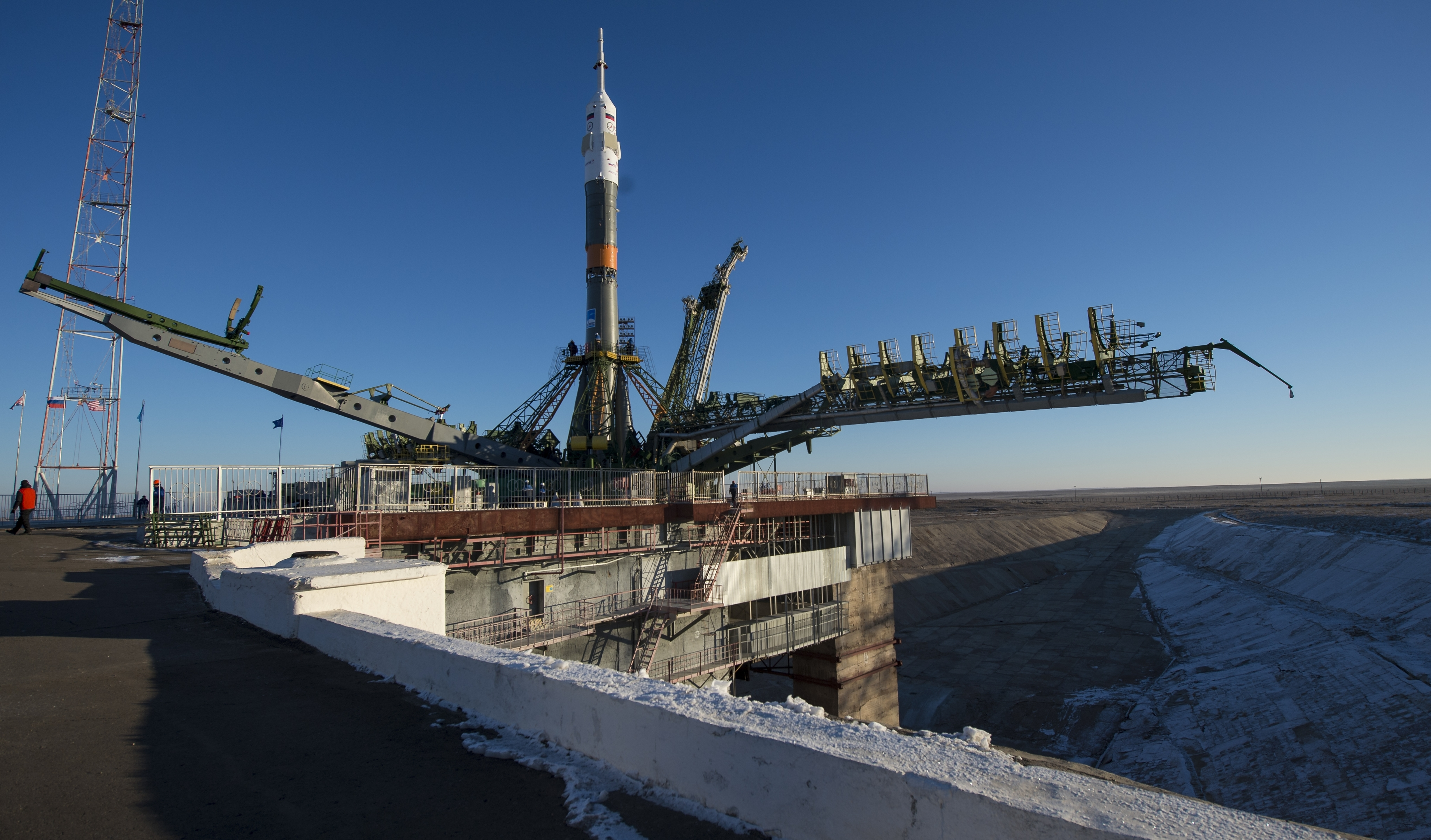 Expedition 46 Soyuz Rollout