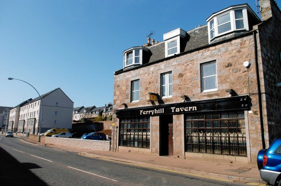 Papa John's has been given planning permission to convert the former Ferryhill Tavern into a pizza takeway.