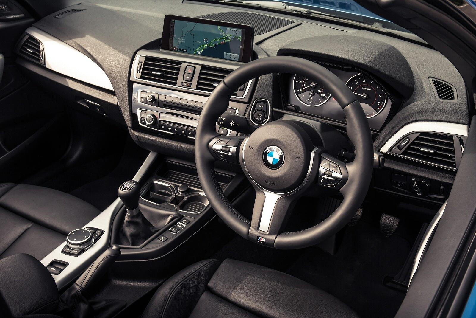 BMW2SeriesConvertible0115Int