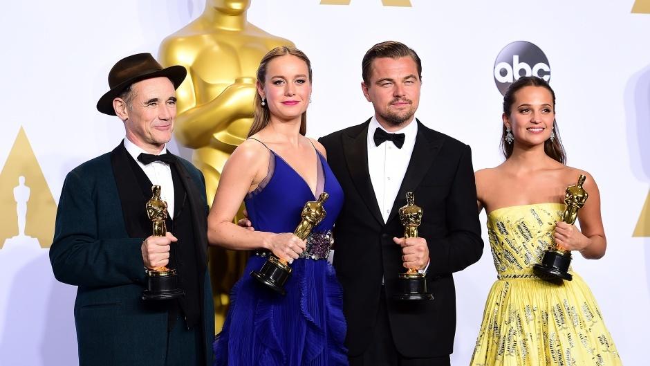 Mark Rylance, Brie Larson, Leonardo DiCaprio and Alicia Vikander with their Oscars