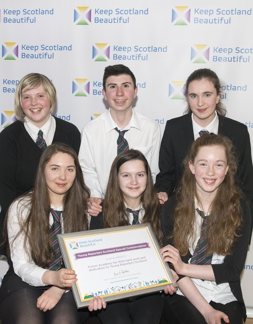 Charlotte Ogilvie-Richards, Helena Young, Ruby Caldwell-Hardie, Keavy Bell, Jason Cameron & Emily Brown with their award