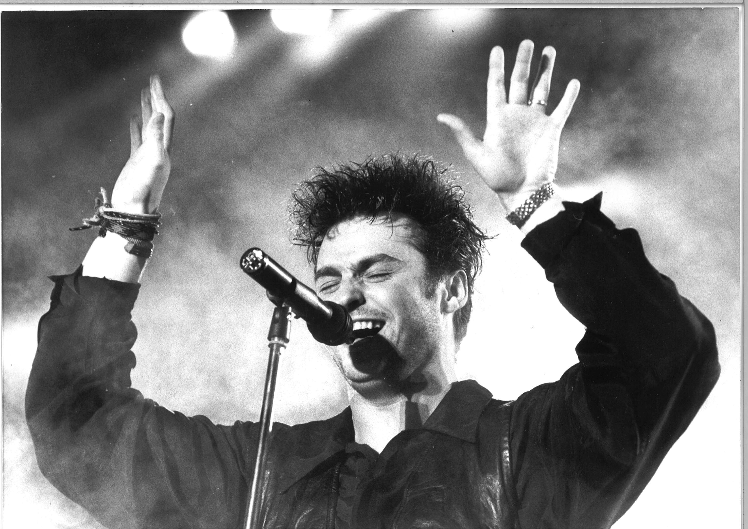 Marti Pellow entertaining the crowd, March 4 1990