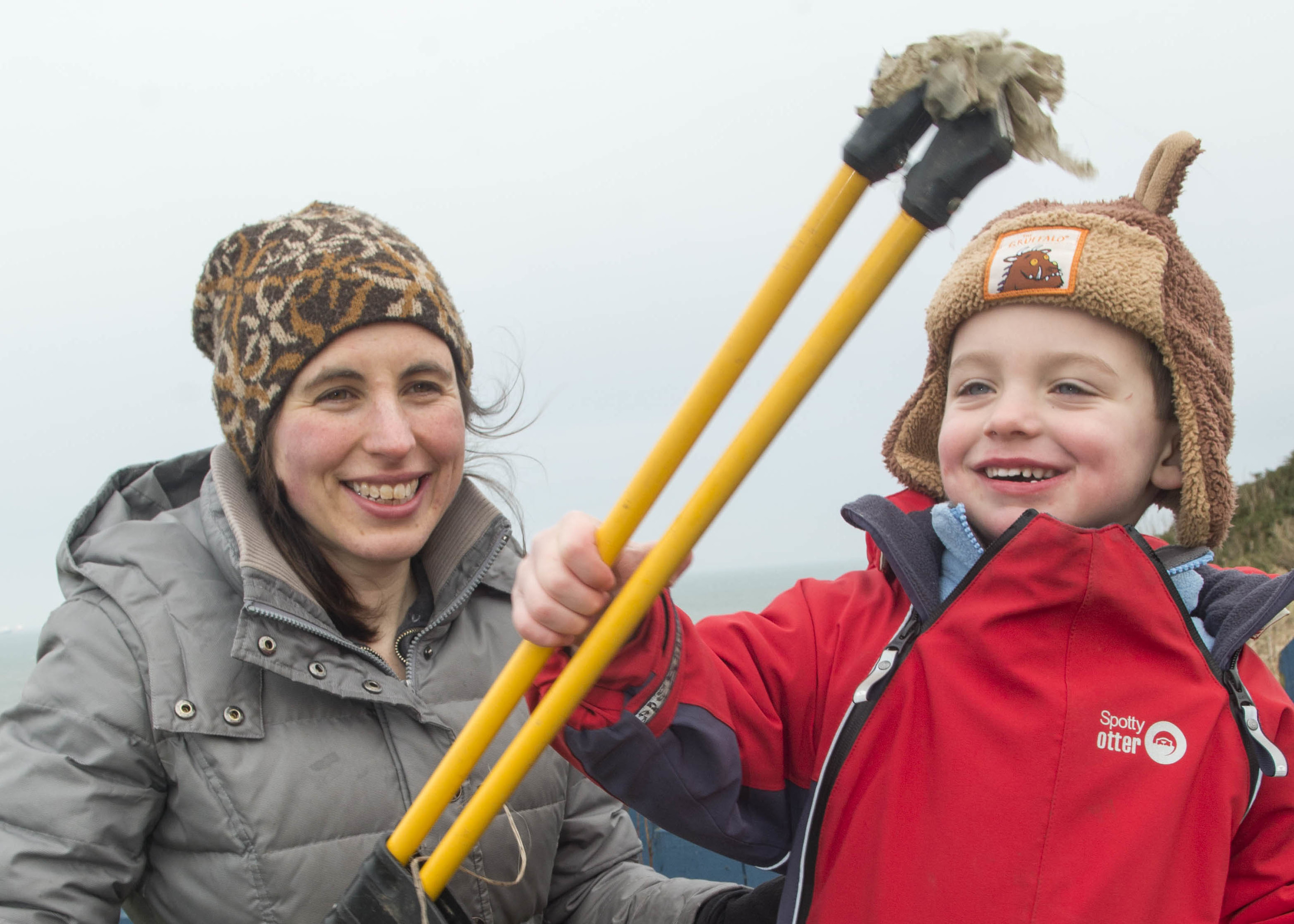 11/03/16 marion harrald and son (4) Alex harrald Launch of community litter pick at torry battery