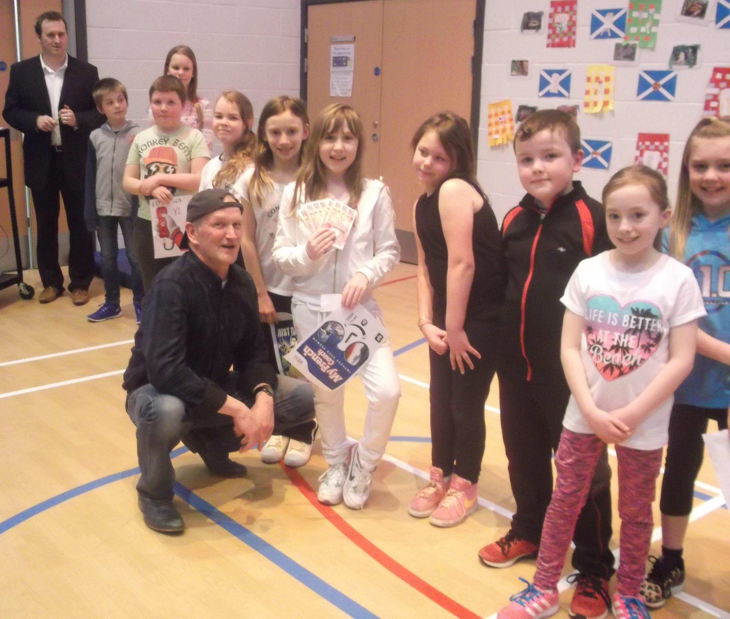 Ali Hynd, Parent Teacher Council member, Longside Primary school kids & Stuart Cowie from Cowie Seafoods