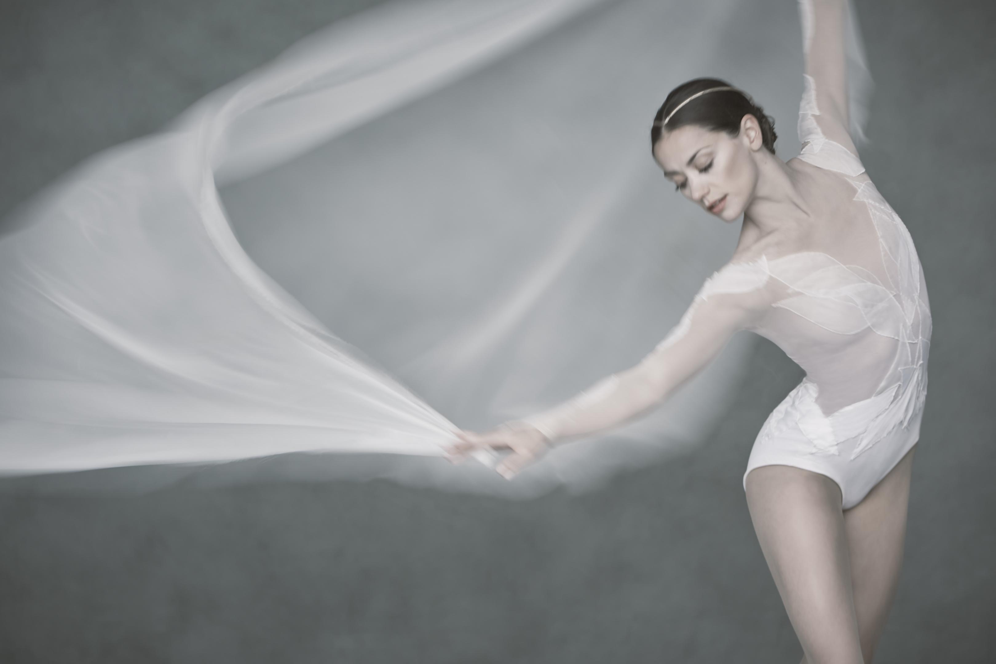 Scottish Ballet' s Swan Lake. Image of Sophie Martin by David Eustace.