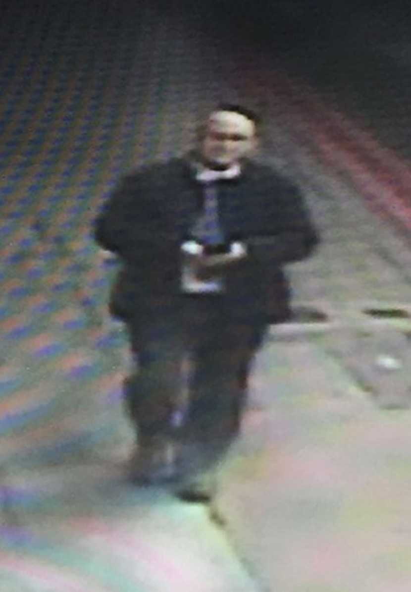 """The Met Police homicide unit is investigating the case of a serving police officer missing for five days. PC Gordon Semple, from Greenhithe, Kent, was last seen on 1 April in the London Bridge area of London. He had a work meeting at the Shard's Shangri-La hotel and left at about 12:30 BST. He was seen on CCTV in Great Guilford Street at 15:00 BST. His partner reported him missing later that night. His niece Kerry Nicholas said the family was """"very worried"""".Picture: Universal News And Sport (Europe). 07/04/2016"""