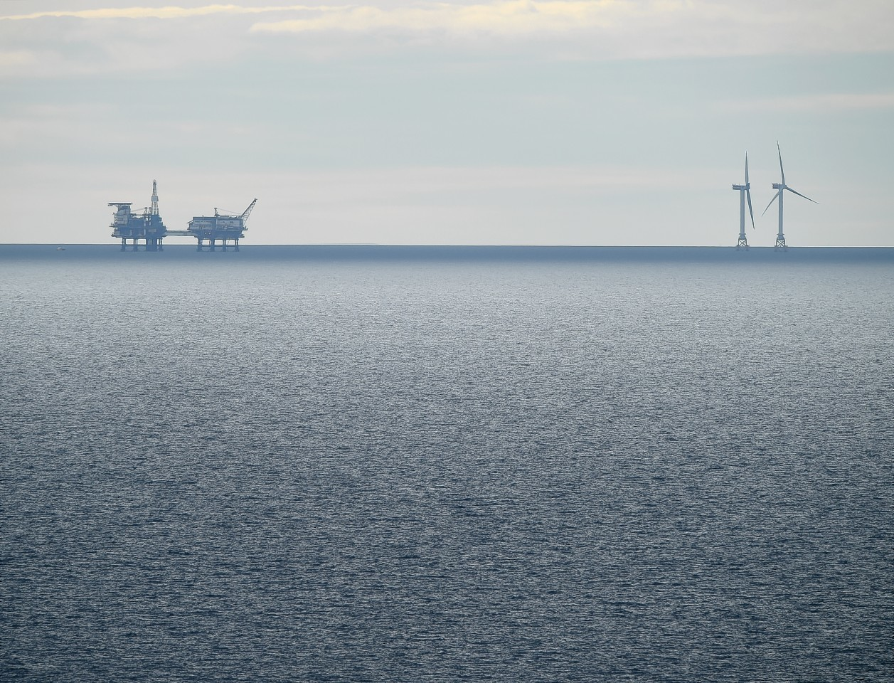 Beatrice oil field and the existing wind turbines off the Caithness coast