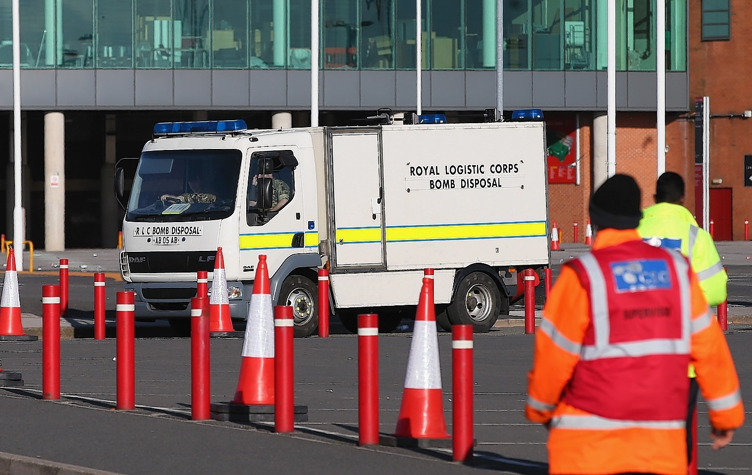 Bomb disposal unit arrives outside Old Trafford