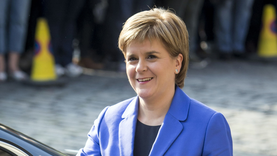 First Minister Nicola Sturgeon thanked Mr Lochhead for his service