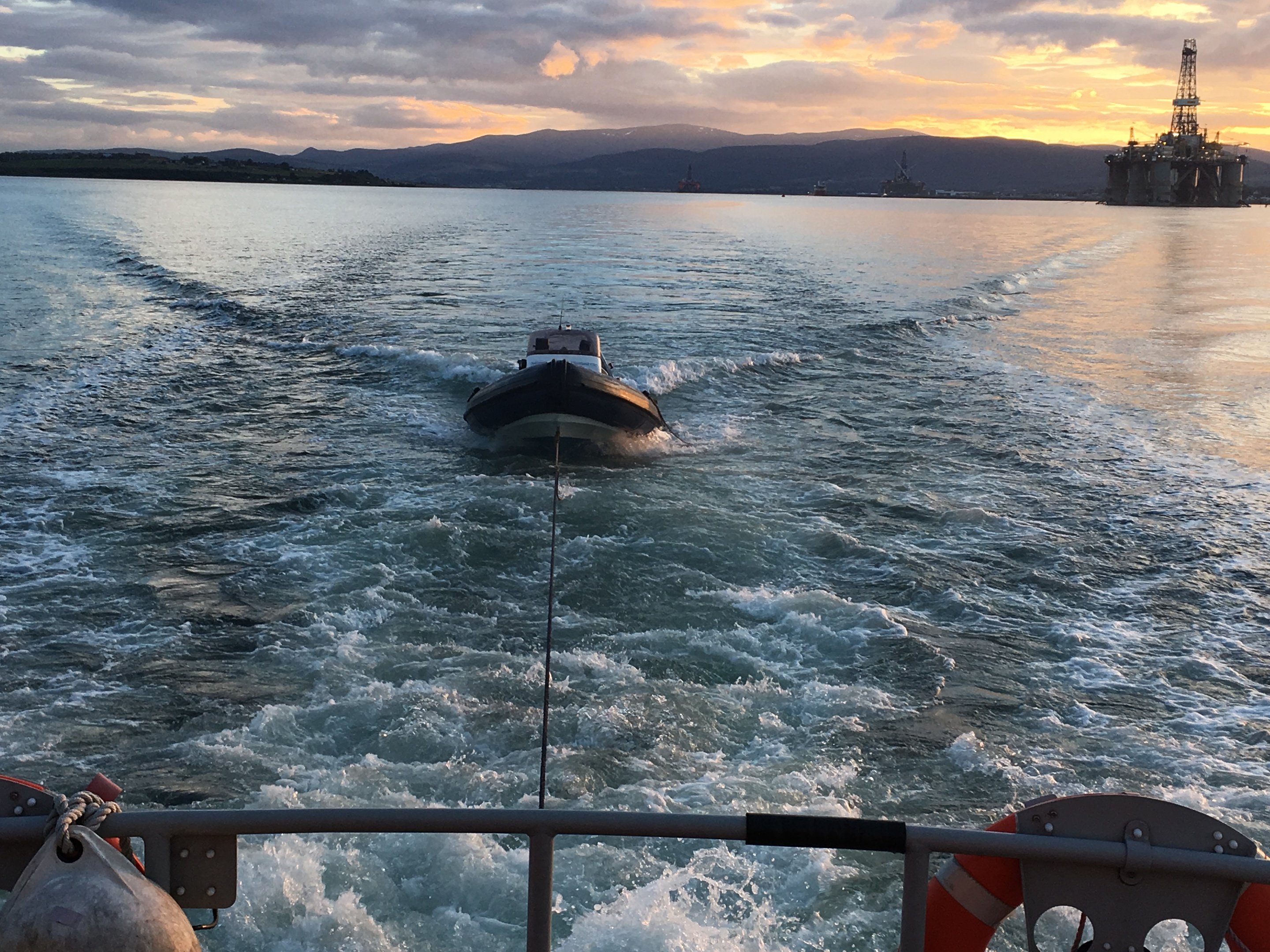 Imvergordon lifeboat rescues a rib in the Cromarty Firth
