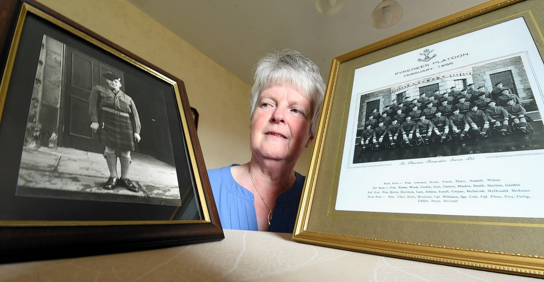 Margaret Singer, Newburgh  with a picture of her brother Jimmy Cockie who died in 1956. Picture by Jim Irvine