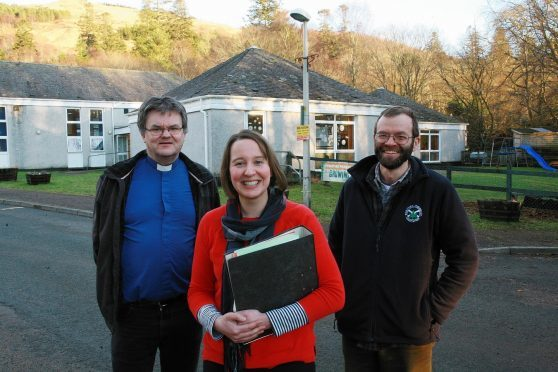 Strontian Community School Building Limited chairman the Rev Donald McCorkindale with head teacher Pamela Hill and SCSBL treasurer Jamie McIntyre at Strontian Primary School