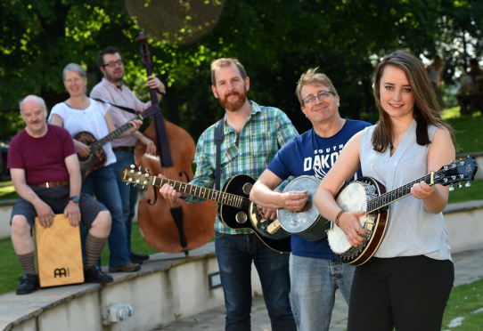 LTR Archie Bennet, Louise McCorkindale, Jonas Hellbrandt, Anthony Cowie, Bob Seivwright and Rowen Young with instruments.