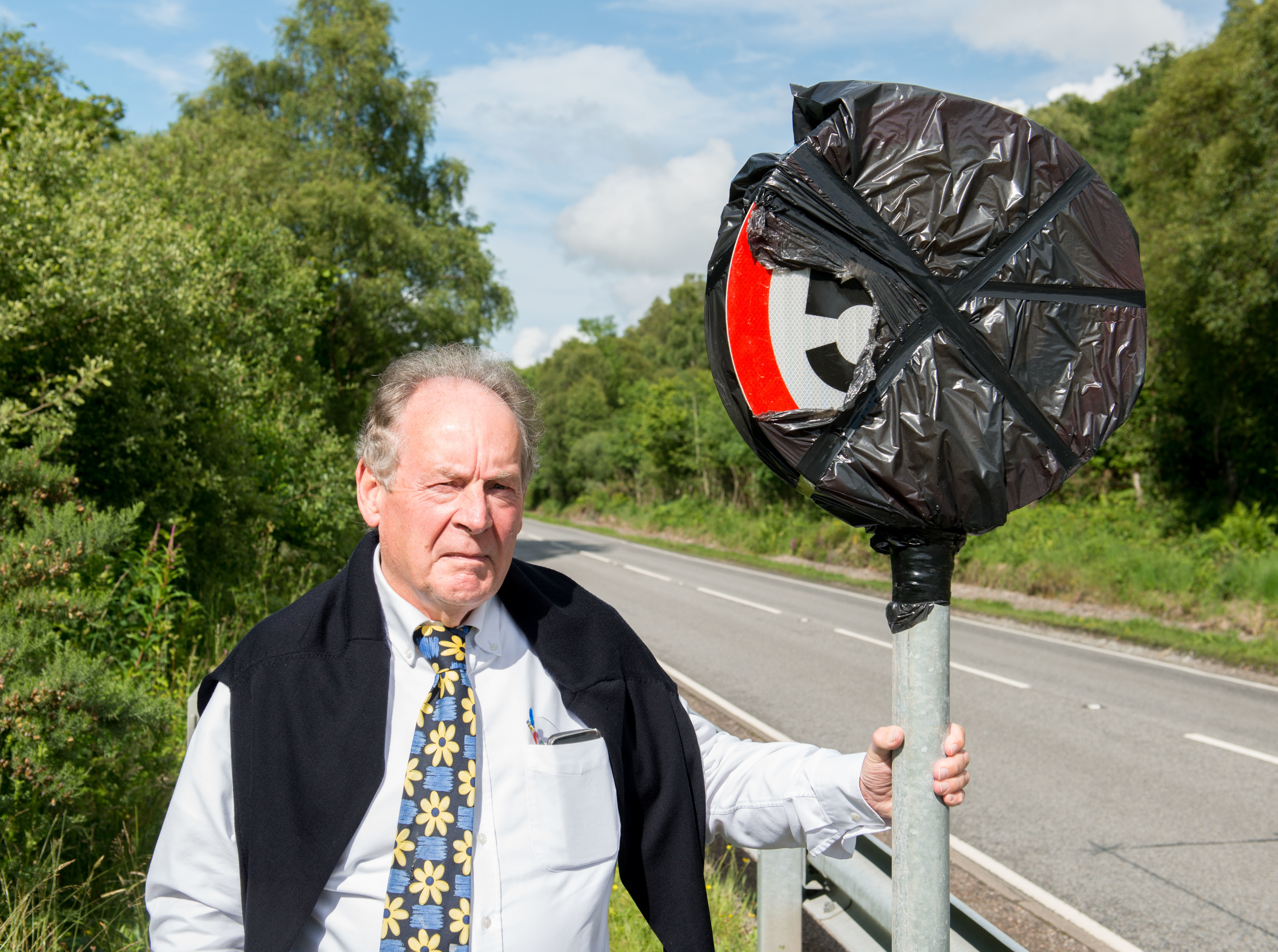 Stewart Maclean of the A82 Partnership with one of the new speed limit signs