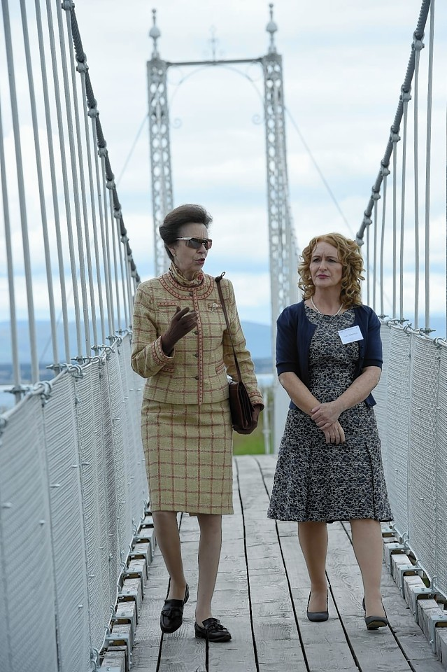 Princess Anne opens the Alexandria footbridge