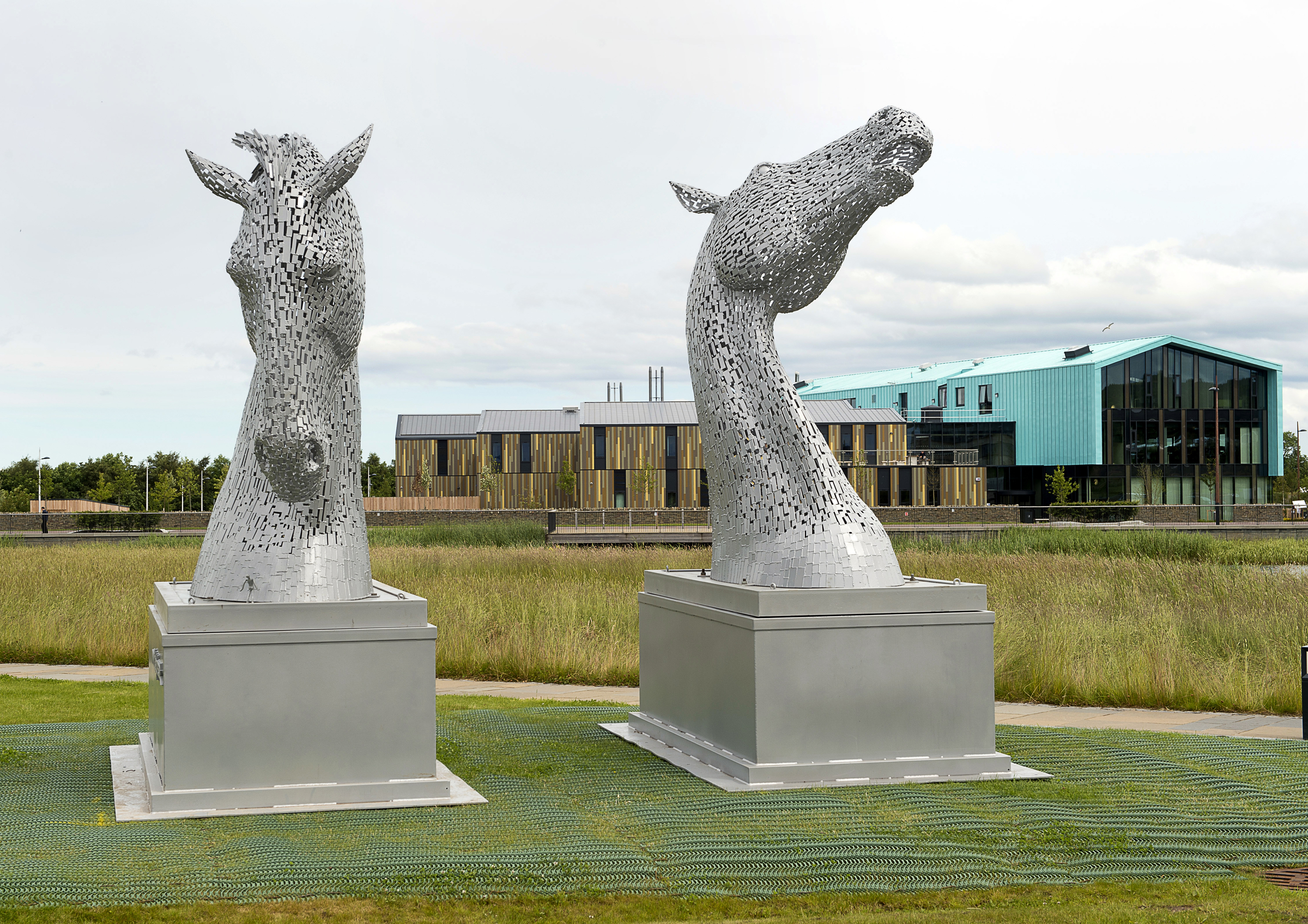 The Kelpies arrive at Inverness Campus   Pic.  Trevor Martin/ HIE