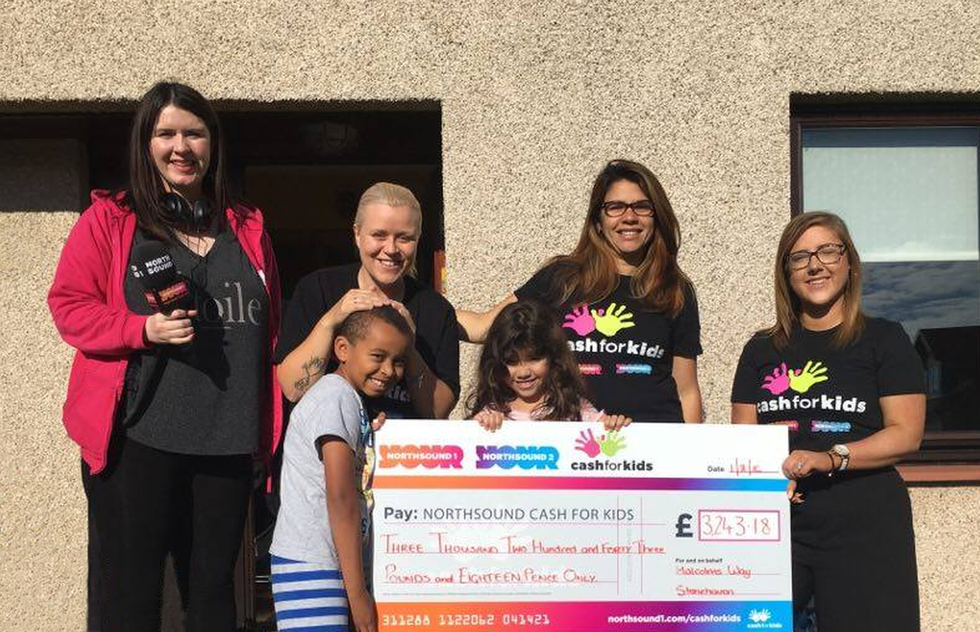Nina Holmes (right) and Suzie McFadden (left) of Cash for Kids with Patricia Bruce (second right) and fellow residents of Malcolm's Way Stoneh