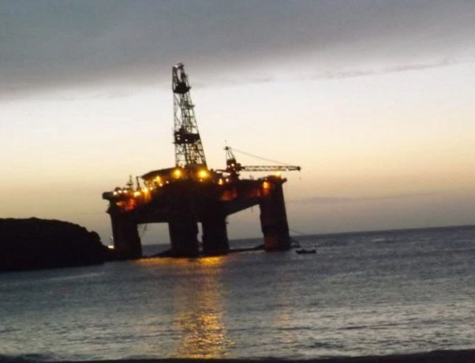 The Transocean Winner drilling rig was successfully refloated in Dalmore Bay at 10pm on Monday.
