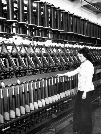 Spinner Linda Youngson at a spinning frame. 1975.
