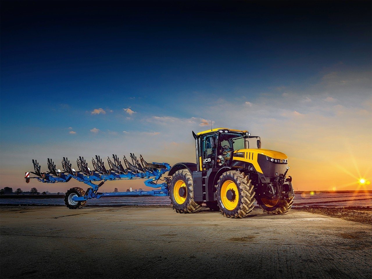 The new JCB Fastrac 8330