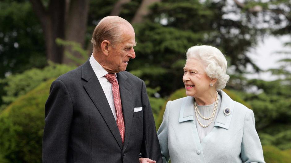 Princess Elizabeth and Lieutenant Philip Mountbatten wed on November 20 1947