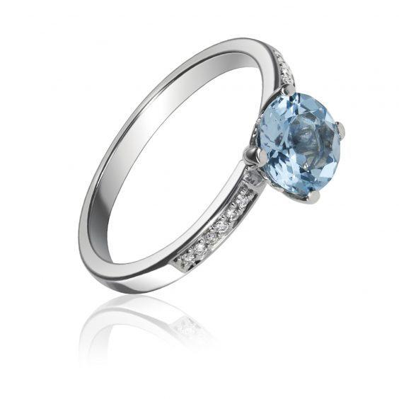 9 carat white gold blue topaz dress ring £335