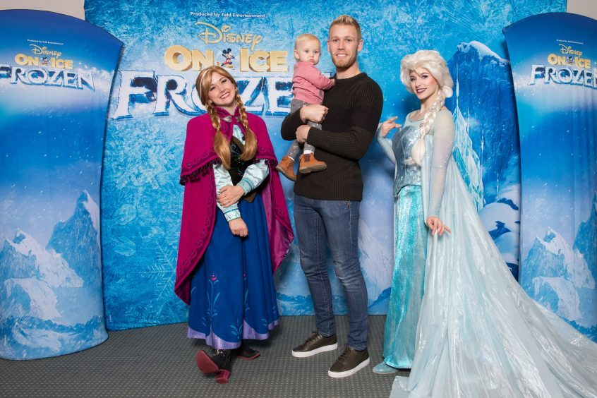 Jayden Stockley with his daughter meets Anna and Elsa