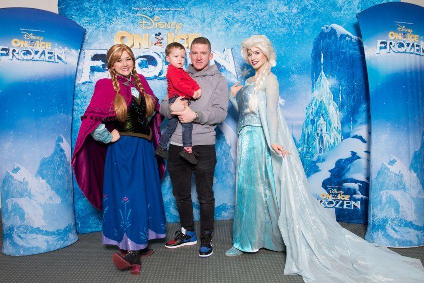 Jonny Hayes meets Anna and Elsa