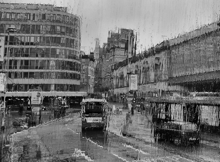 Sudden downpour, Glasgow by Gill Williamson